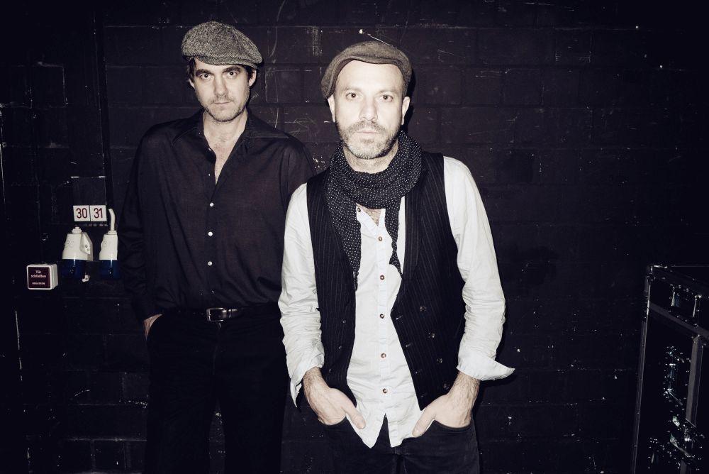 Jan Plewka & Marco Schmedtje – Between The Bars